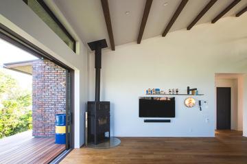 琵琶湖を望む場所に建つまるで別荘に住むような感覚になる家