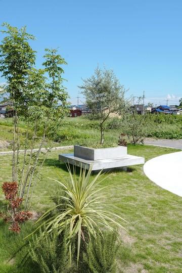 家族が集える庭があり、ガレージを再考した外構植栽ランドスケープをWORKSに追加しました